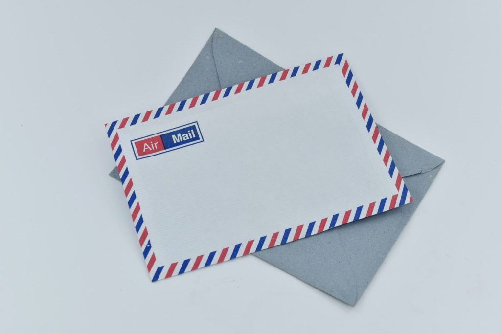 An US air mail envelope.